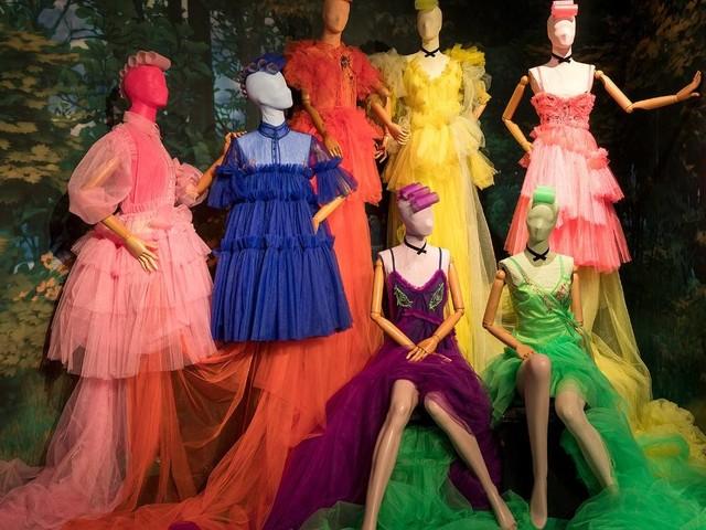 """Mode-Ausstellung """"The Ball"""": Über Mode, Träumen und Eskapismus"""
