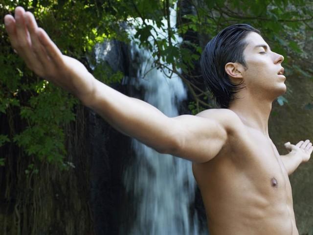freizeitTIPPS: YOGA∙HERBST - Erleuchtung beim bäumeumarmenden Waldbaden