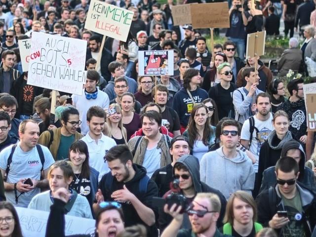 Netzpolitik - Nach Entscheidung über Urheberrecht rufen Gegner zu Spontandemos auf