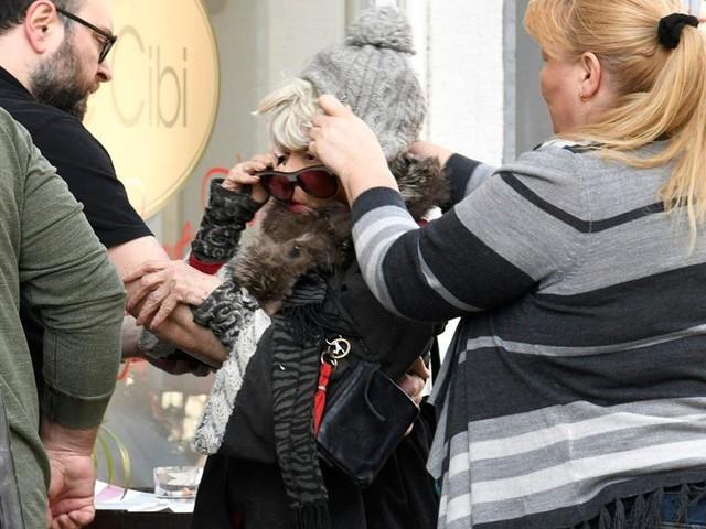 """""""Klimbim""""-Star - Ingrid Steeger stürzt vor Münchner Restaurant - TV-Team muss helfen"""