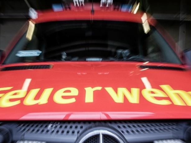 Feuerwehr: Gladbeck: Elf Menschen nach Brand in Imbiss im Krankenhaus