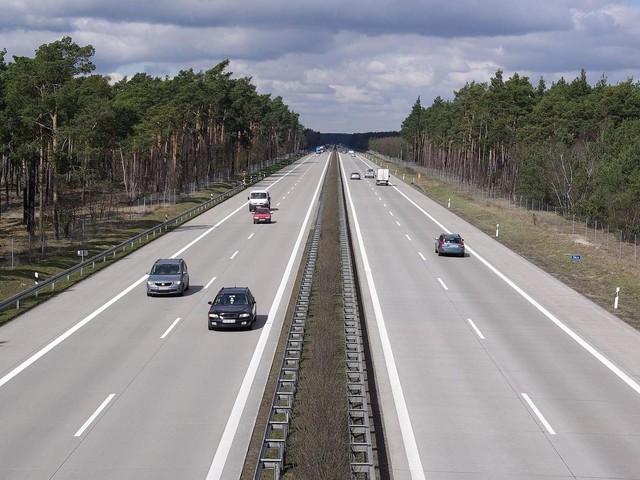 Brandenburg: Schwerer Unfall auf der A13 – Reisebus überschlägt sich