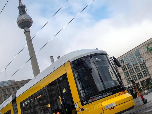 Mann nahe Berliner Alexanderplatz von Unbekanntem erstochen