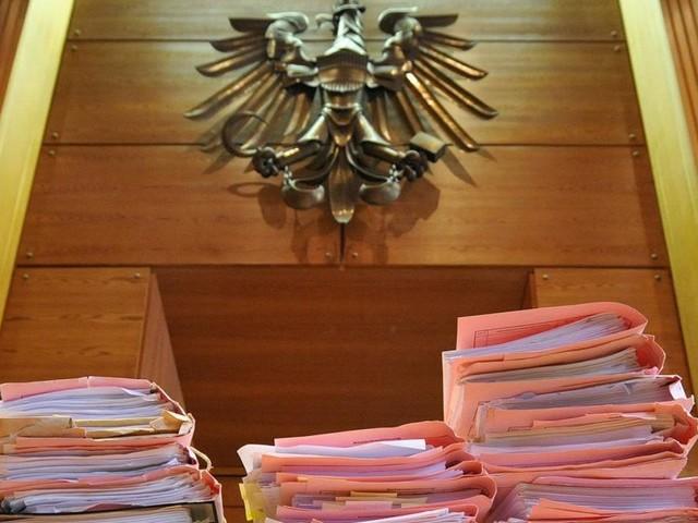 Sohn soll Vater erwürgt haben: Mordprozess in Steyr startet