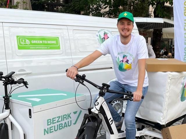 """""""Neubau liefert grün"""": Das Packerl kommt mit dem Lastenrad"""