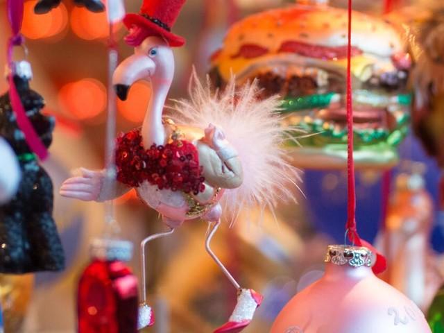 Deko-Trends für Weihnachten 2018: Lamas und Flamingos am Baum