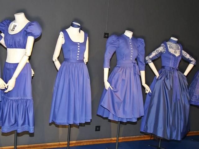 Ein Kleid zwischen Tradition und Avantgarde