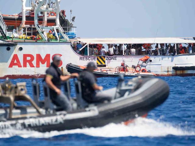 """Situation auf """"Open Arms"""" offenbar """"explosiv"""": Salvini lässt Kinder auf Befehl von Conte von Bord gehen - unter Protest"""