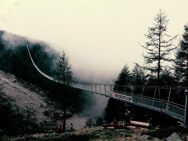 Schweizer Drahtseilakt: Längste Hängebrücke der Welt eröffnet