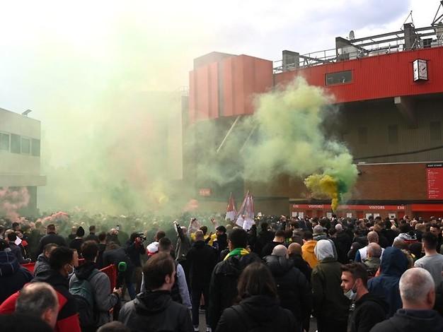 Manchester: United-Fans stürmen Stadion – Spiel gegen Liverpool verschoben
