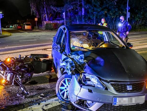 Stormarn: Motorradfahrer bei Abbiegeunfall schwer verletzt
