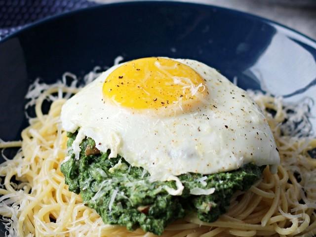 Tolles Rezept: Leckeres Gericht ohne Einkaufen! Diese Spaghetti mit köstlicher Spinat-Frischkäse-Sauce gehen einfach immer...