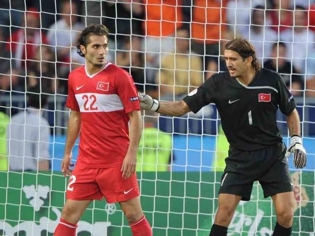 Sorge türkischen Rekordnationalspieler: Rüstü wegen Coronavirus im Krankenhaus