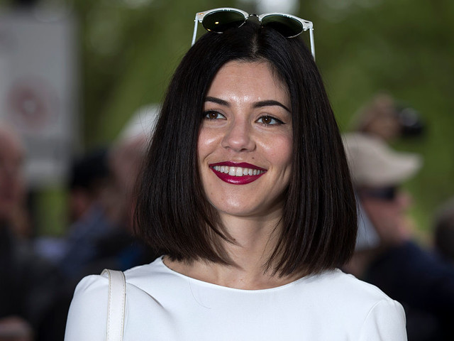 Marina (ohne Diamonds) kündigt neues Doppelalbum 'LOVE + FEAR' an