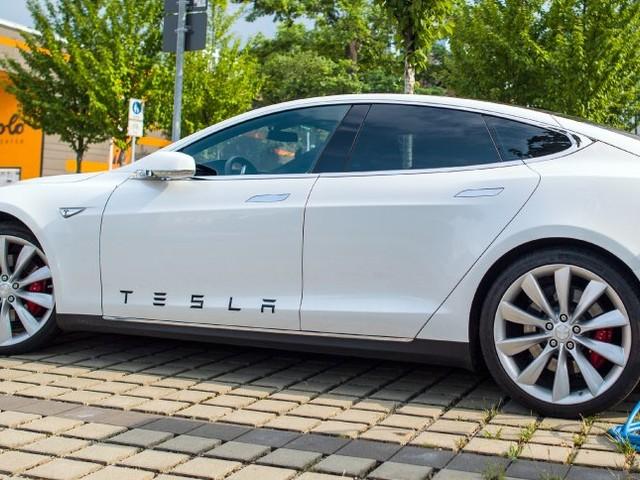 Neue Probleme mit Elektrolimousine: Tesla untersucht Auto-Brand in Shanghai
