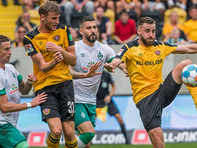 2. Liga: Werder geht unter - HSV rettet einen Zähler