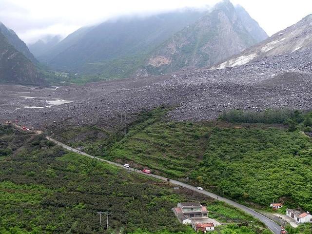 Nach wochenlangen Regenfällen - Heftiger Erdrutsch in China begräbt mindestens 141 Menschen unter sich