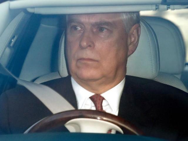 Bangen um Queen: Prinz Andrew eilte nach Missbrauchs-Anklage zur ihr
