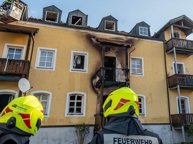 Haftbefehl gegen Hausbewohner - Vier Tote, 19 Verletzte:Verheerender Brand in Bayern wohl durch Herdplatte ausgelöst