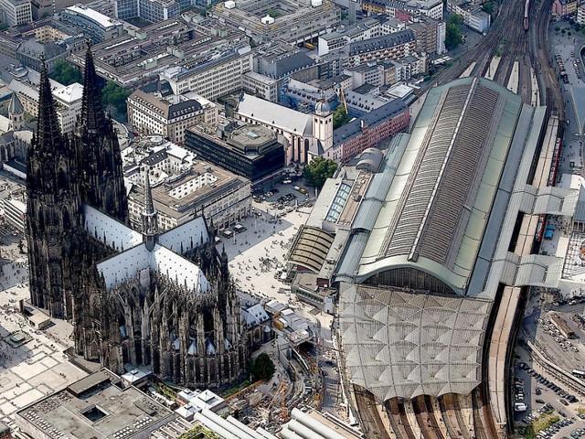 Mann greift bei Kontrolle am Kölner Hauptbahnhof Polizisten an
