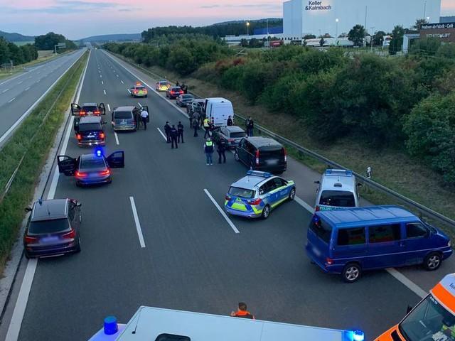 Mutmaßliche Geiselnahme in Reisebus auf der A9: Polizei nimmt Tatverdächtigen fest