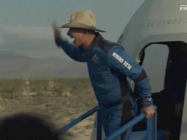 Jeff Bezos und sein Bruder Mark sind nach Weltraumflug wieder sicher gelandet