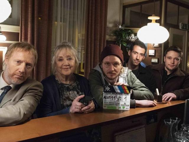 """Drehstart für erste Puls4-Serie: """"Prost Mortem"""" mit Doris Kunstmann"""