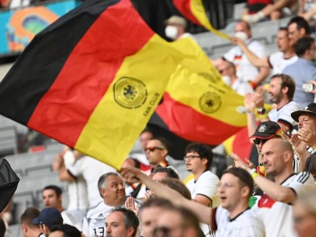 Einreise, Corona-Test, Quarantäne: Diese Regeln gelten für mitreisende Fußballfans