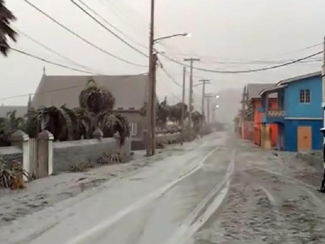 """Vulkanausbruch auf St. Vincent verwandelt Karibik in """"Winterwunderland"""""""