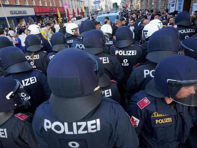 """Nehammer zu Demos: Gewalt gegen Polizisten """"neues Phänomen"""""""