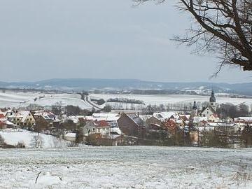 Über Nacht war's wieder weiß: Winter kehrt mit böigem Wind zurück und sorgt für Schneeverwehungen