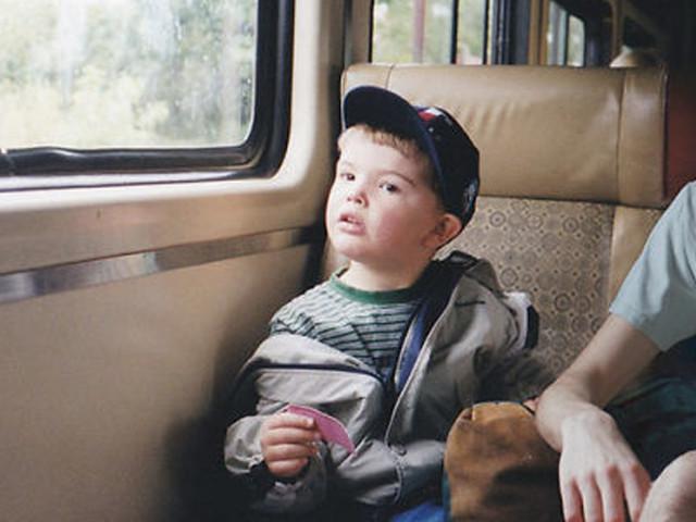 """""""Myself hanging with myself"""": Typ photoshopt sich in alte Kindheitsfotos von 1997-2005"""