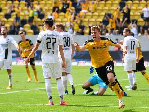 2. Liga: Aufsteiger Dresden mit Traumstart - KSC siegt in Rostock