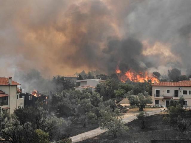 Brände kommen näher: Unerträgliche Luft in Athen, zahlreiche Orte evakuiert