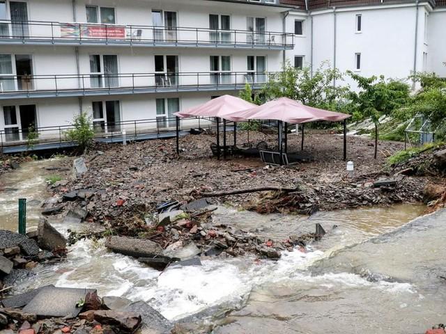 Unwetter in Deutschland: Feuerwehrmann ertrunken, Altenheim evakuiert