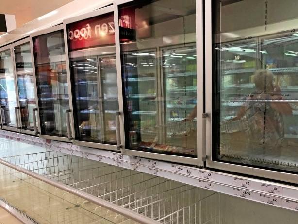 Pandemie: Corona in England: Leere Regale, erste Tankstellen dicht