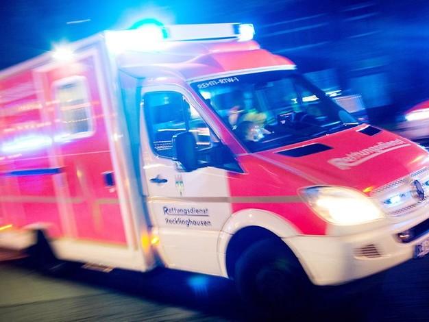Unglück in der Nacht: Campingbus rutscht in Rheinkanal – 22-Jährige stirbt