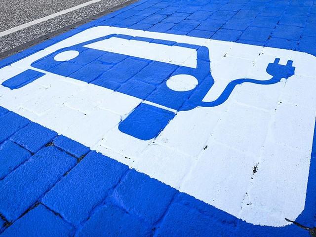 E-Autos: Laden an Ladestation, Karte, bezahlen, Ladekarte, RFID So funktioniert das Laden und Bezahlen an einer E-Auto-Ladesäule