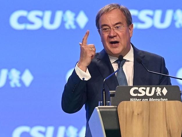 Bundestagswahl: Laschet attackiert SPD und Grüne auf CSU-Parteitag