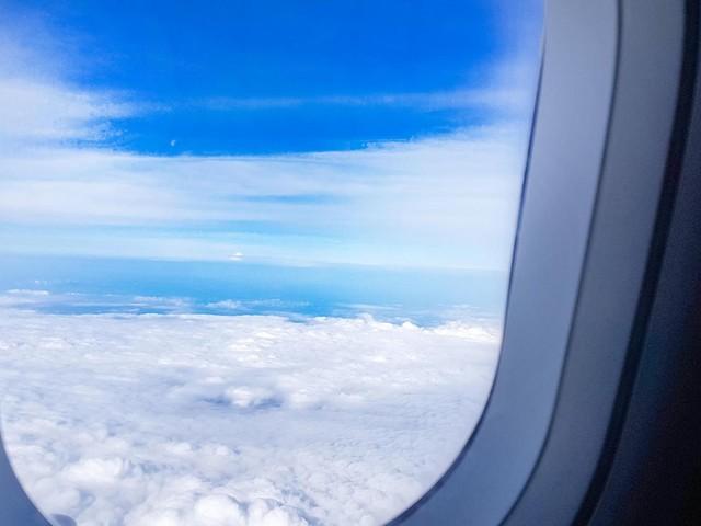 Hygiene im Flugzeug: Tipps eines Flugbegleiters: Keine Shorts tragen – und bloß nicht am Fenster einschlafen
