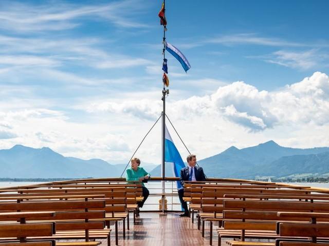 Merkel und Söder in der Pandemie - zwei in einem Boot