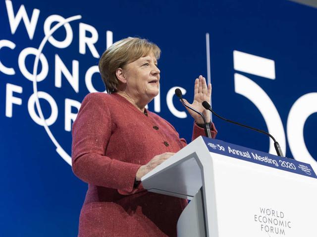 Davos: Merkel schießt gegen Trump - als Gelächert ausbricht, legt sie nach