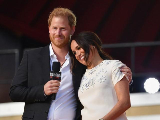Harry und Meghan sollen versteckte Botschaft in Queen-Foto entdeckt haben