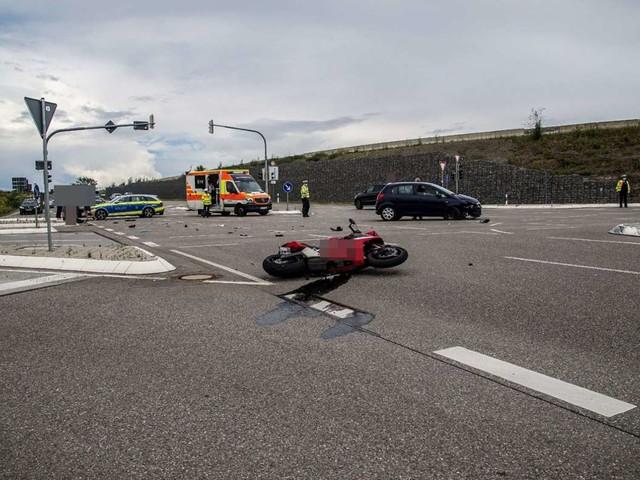 Zwischen Sindelfingen und Darmsheim: 18-jähriger Motorradfahrer wird bei Unfall schwer verletzt