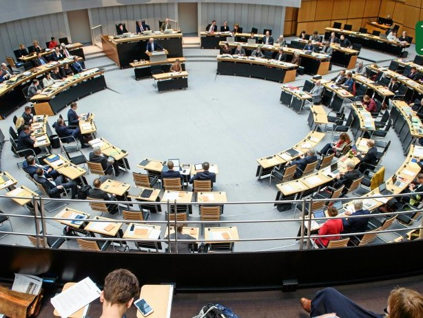 Parlament: Berliner Abgeordnete sollen mehr Geld bekommen