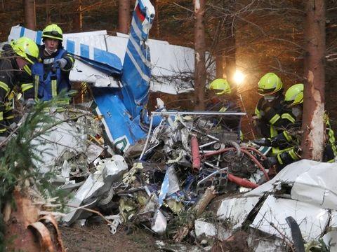 Wilnsdorf/NRW: Kleinflugzeug stürzt in Wald – Leiche gefunden
