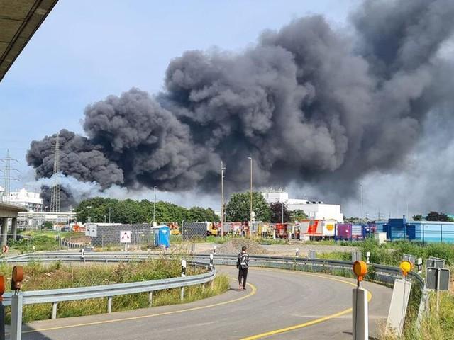 Explosion auf dem Gelände des Chemiekonzerns Bayer in Leverkusen