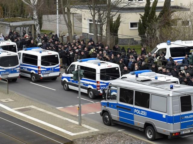 Chemnitz : Zwischen Friedhof und Wasserwerfer