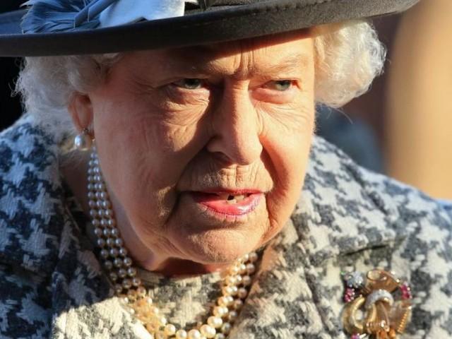 Queen Elizabeth auf dem Weg zu Prinz Harry