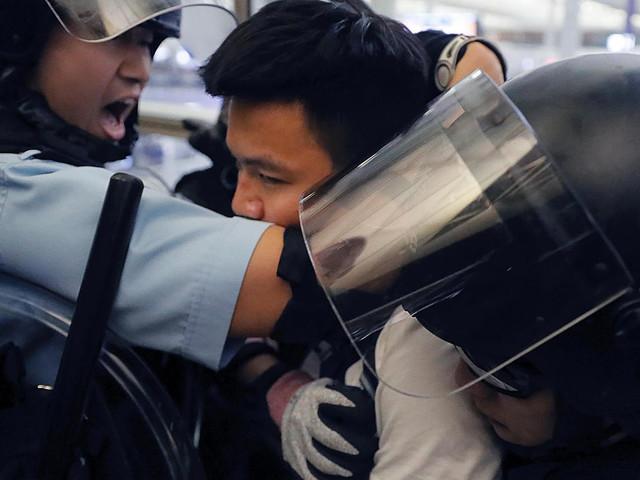 Flughafen von Hongkong: Zusammenstöße zwischen Polizei und Demonstranten